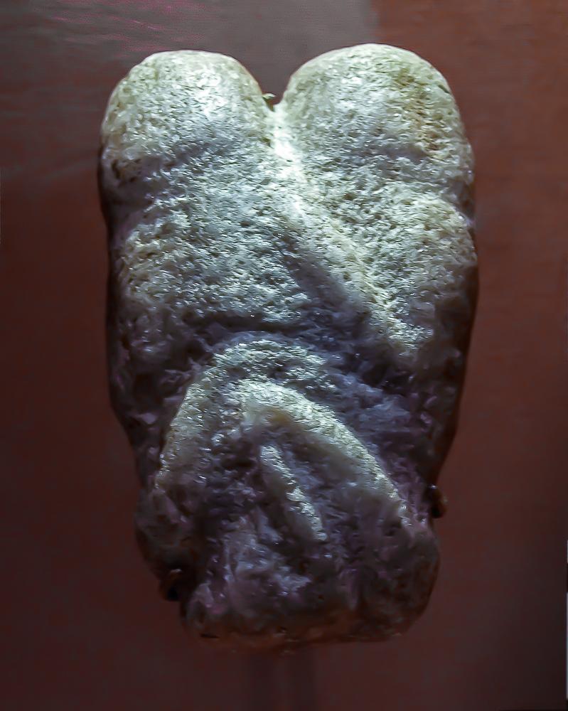 Figura en caliza de una escena de coito Judea Yacimiento de Ain Sakhri 11000 a C Museo Britanico Londres
