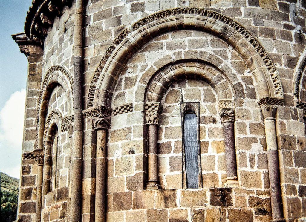 Colegiata de San Martin de Elines Detalle de las ventanas absidales