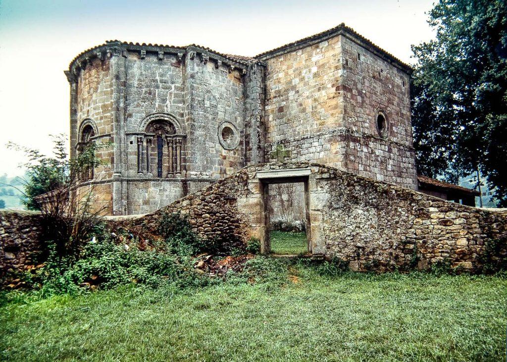 Iglesia de Santa Maria de Cayon
