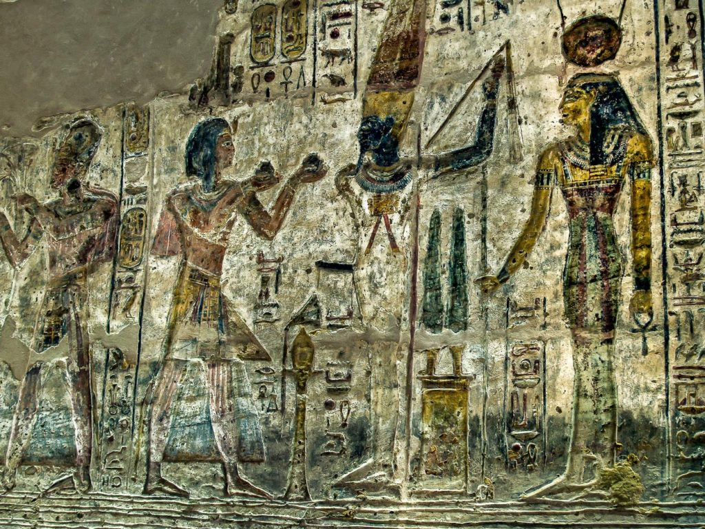 Pintura mural en el templo de El Derr Consagrado por Ramses II a Amon Re Re Aractes y Ptah El propio faraon hace ofrendas a Amon Min Lago Nasser Egipto